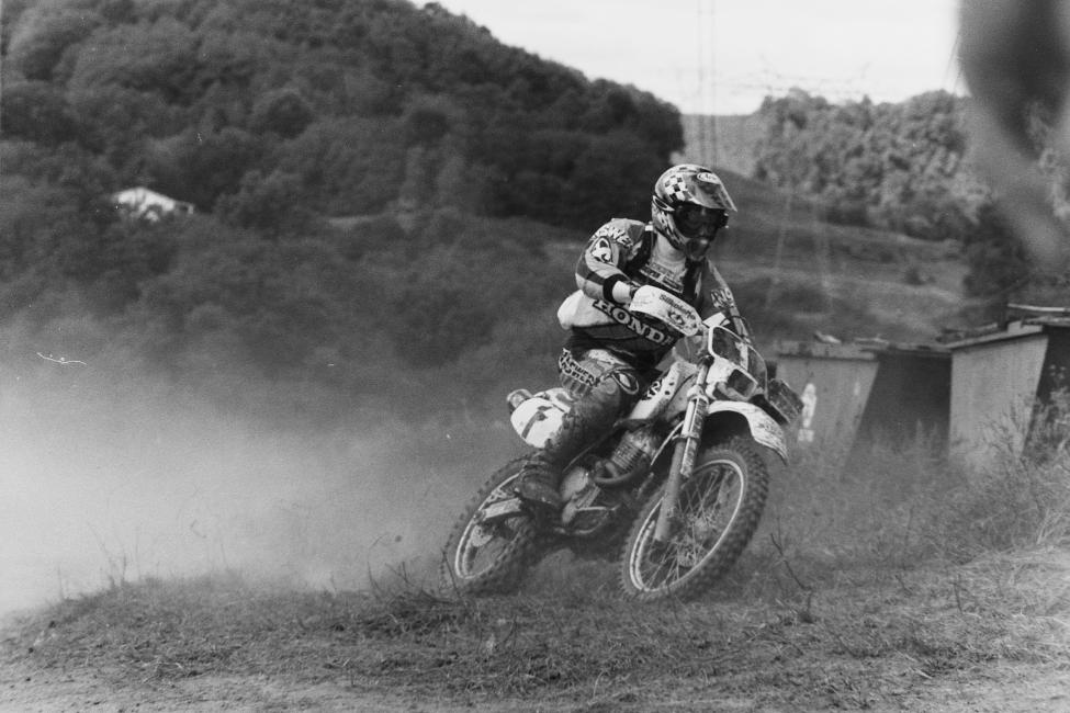 Scott Summers works his way around a little grass track at the 1997 High Point GNCC.
