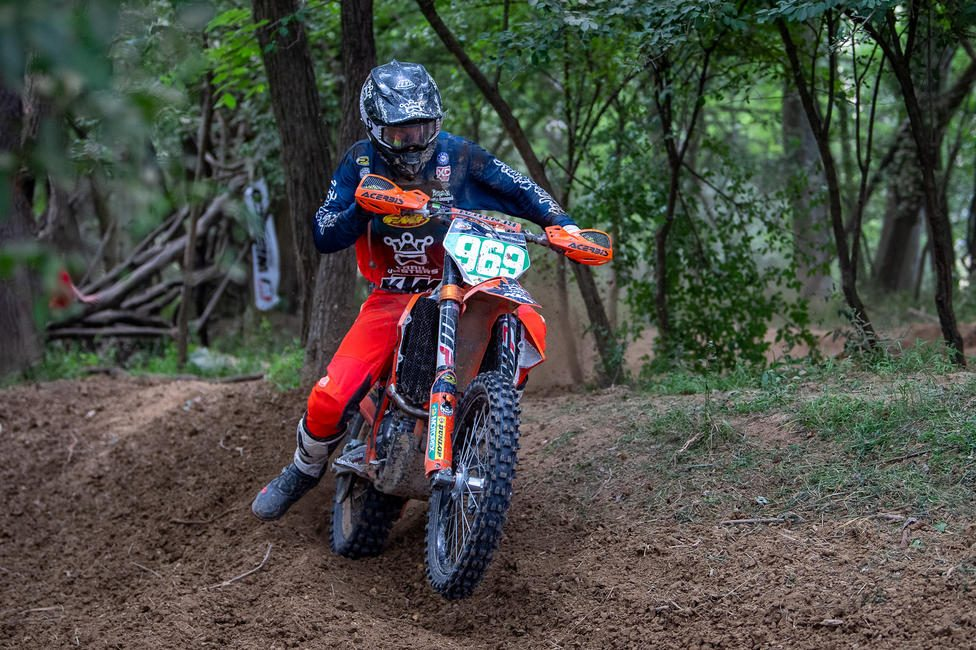 Johnny Girroir on his KTM 250 XC-F on way to take the XC2 win. (Shan Moore photo)